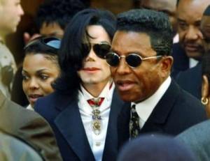 Janet Jackson offre un noël de reve aux enfants de Michael Jackson R1758074560-300x231-16cfa8f