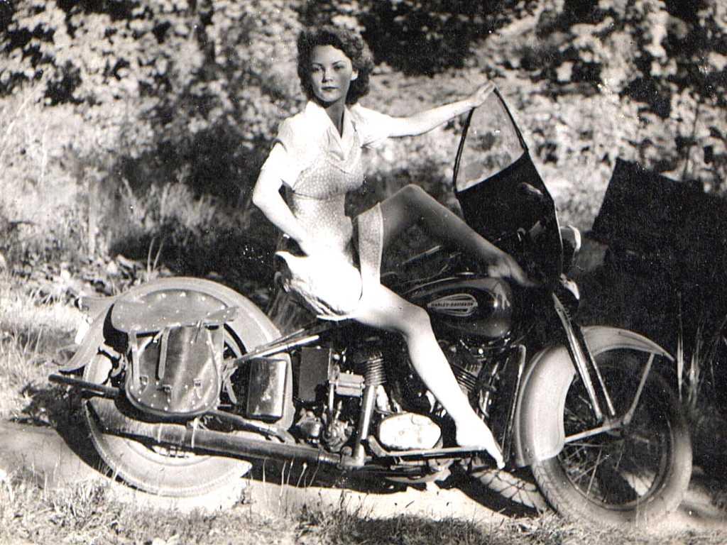 Vieilles photos (pour ceux qui aiment les anciennes photos de bikers ou autre......) - Page 3 Babe006-176da53